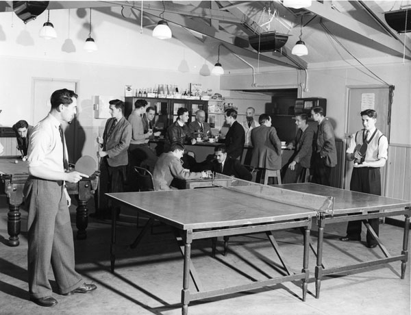 L-002519-ApprenticesPavilionLongbridge 1950