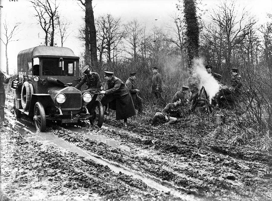 SoldiersWithCar-WWI