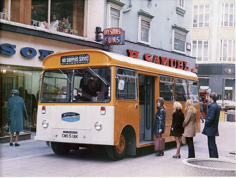 L009092-9-DT1Bus-LeedsShoppingPrecinct-1972