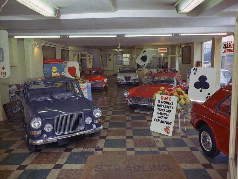 MorrisGaragesShowroomNewbury-1965